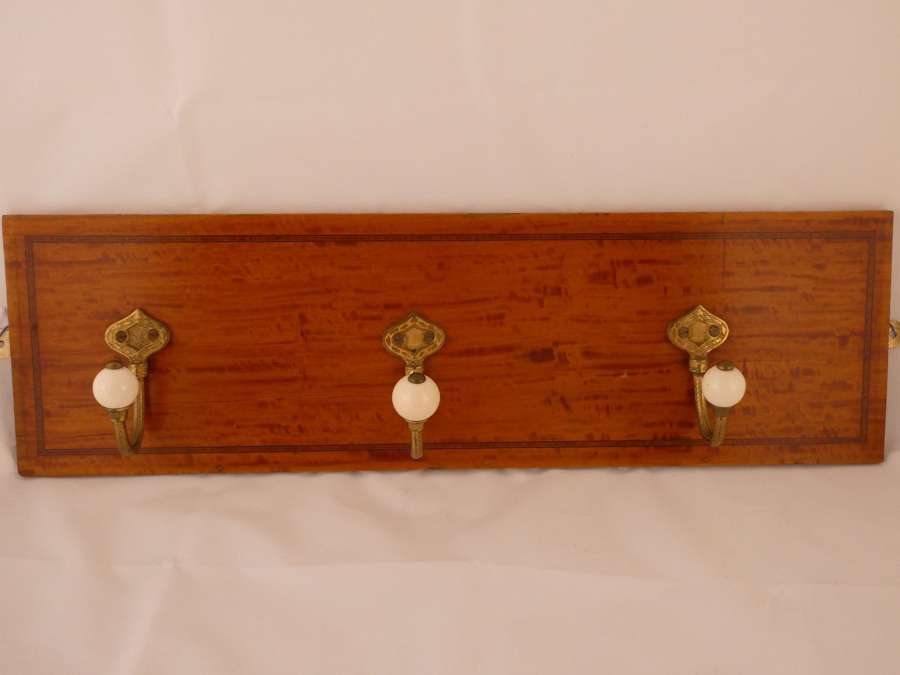 Set of 3 coat hooks on back plate